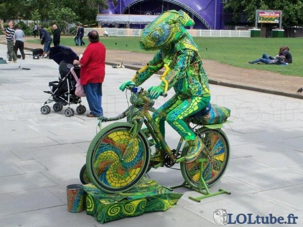 Caméléon en vélo