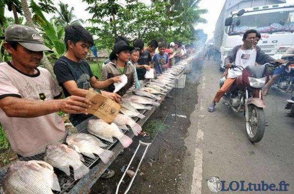 Enorme barbecue de poisson