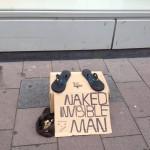 Un homme nu !