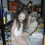2 petits fantômes dans un placard