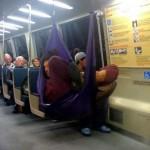Hamac dans le métro