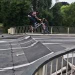 Une route pétée fait le bonheur d'un cycliste