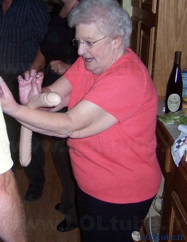 Mamie et son rouleau à patisserie