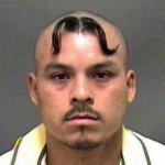 Moustache sur le crane