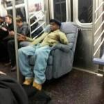 Tranquile dans le métro