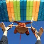 Façon badass de descendre en parachute