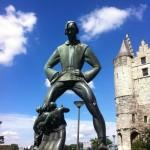 Statues moqueuses