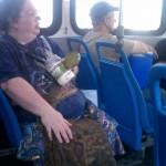 Bouffer de la mayo dans le métro