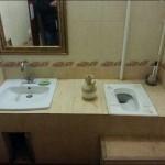 Toilettes et lavabo