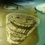 Troll face dans la neige