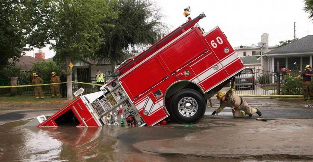 Ce pompier naime pas leau 1024x529