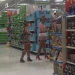 Juste un couple dans un magasin