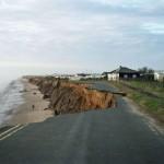La mer squate la route