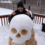 Tête de mort en neige