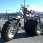 Moto aux grosses roues