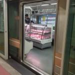 Boucher dans le métro