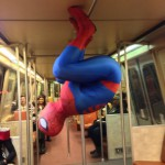 Spiderman dans le métro