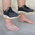 Y'a des trous dans ses chaussures