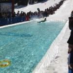 Snowboard et piscine