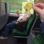 Homer mange un sandwich