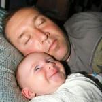 Un bébé content