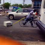 Transporter quelque chose en vélo