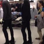 Faire la queue dans les magasins